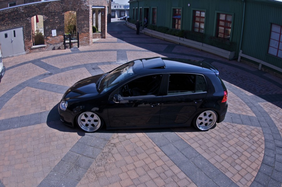 Volkswagen Golf MK5 wheels OZ Racing MAE Monoblock 18″ 8.5J ET32 215/35